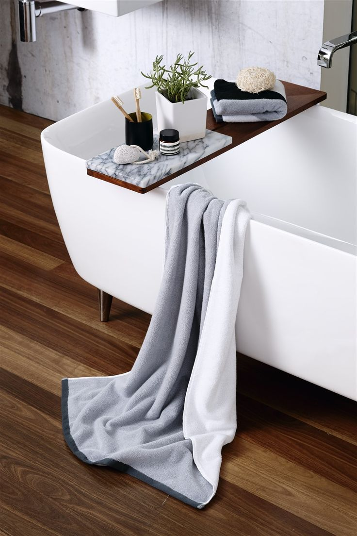 Grey/white luxurious towel from Concreate