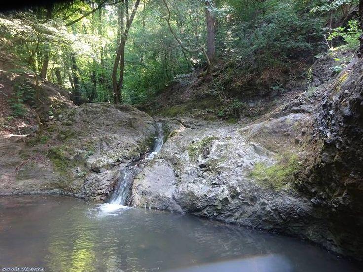 Visegrádhoz közeli Apátkúti-völgyben lévő Ördögmalom-vízesés
