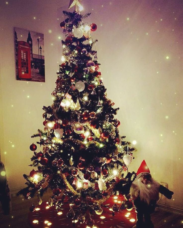 Merry Christmas 😍☃🎅🎅🎄🎄🎄🎄 #christmastree #christmastime #christmasdecorations #jul #godjul #snartjul #merryxmas #xmas2016 #xmas #mommy #mom #wife #student #daughter #lovemys