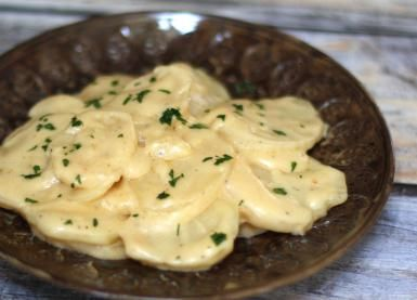 Surprisingly Simple Slow Cooker Scalloped Potatoes: Crockpot Scalloped Potatoes