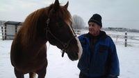 Hästar i hela sitt liv. Hästgubbarna i Österbotten har mycket att berätta. Passa på och fråga grannen eller den närmaste släkten om fina hästhistorier!