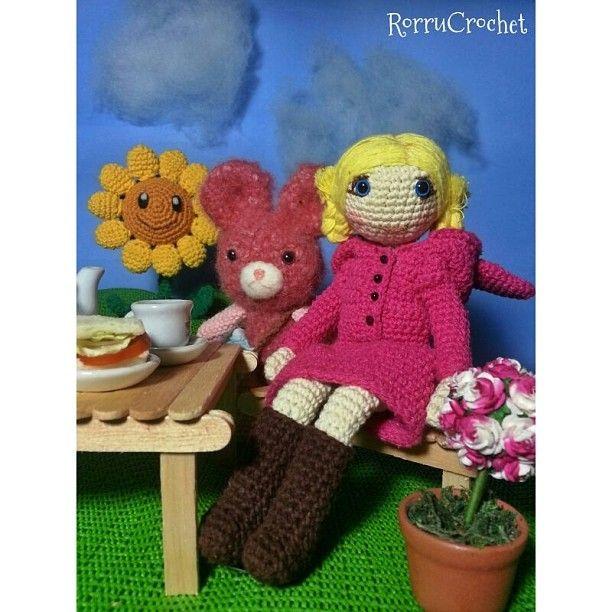 Here she is, pinky hoody bunny again. She's having a meal time in the garden. Say hello to y'll #amigurumi #amigurumist #amigurumidoll #amidoll #crochetdoll #crochet #doll #toys #handmade #girly #bonekarajut #boneka #rajutan #Padgram