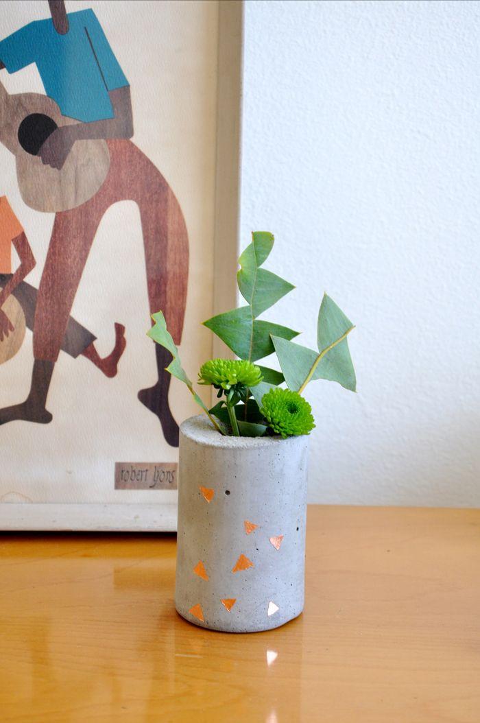 Short concrete vase by Twin