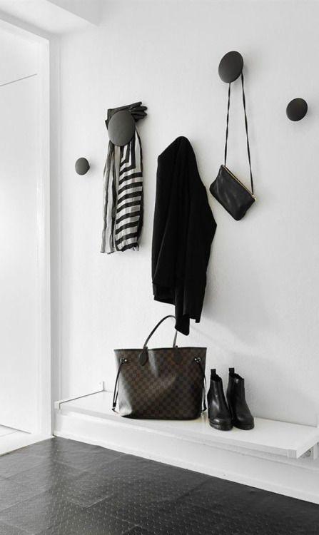 TINY ENTRYWAY IDEAS, entrace ideas, entry decor, italianbark, idee ingresso, muuto hooks black, muuto hooks