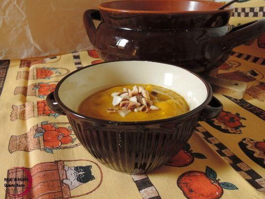 Crema di zucca con yogurt e mandorle http://maninpastaqb.blogspot.it/2015/10/crema-di-zucca-con-yogurt-e-mandorle.html