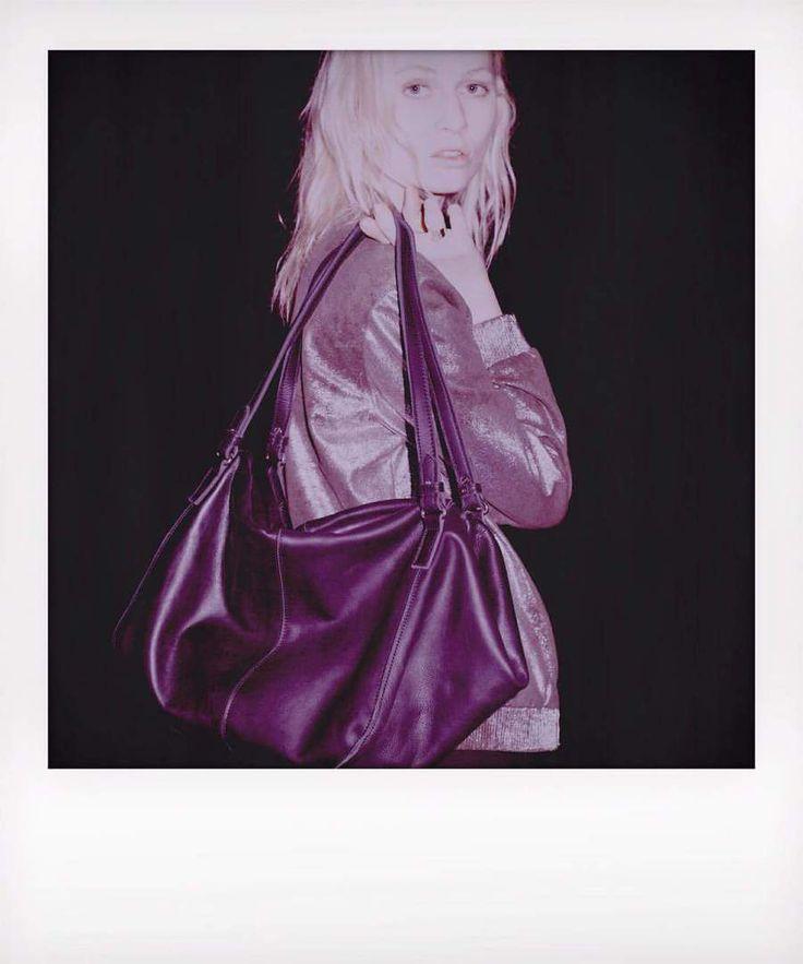 Сумка из натуральной кожи, дизайнерская , вместительная и стильная. #сумка на каждый день. Цвета: хаки и черный По одному экземпляру. #кожаныевещи #винтаж #накаждыйдень #шопингврадость #улыбнись #любовь #бренды #сделановручную #хлоплк #позитив #негрусти #модельблонд #блондинкирулят