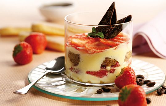 Tiramisù alle fragole e cioccolato bianco