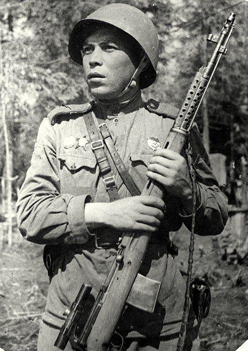 Герой СССР, чеченец Абухаджи Идрисов, защищая Ленинград, убил 300 нацистов