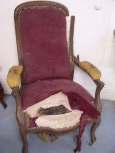 Ici un fauteuil Voltaire Avant... Démontage du fauteuil Recollage et rajout éventuel des pièces manquantes Sanglage, guindage, garnissage, mise en blanc et couverture vue en coupe