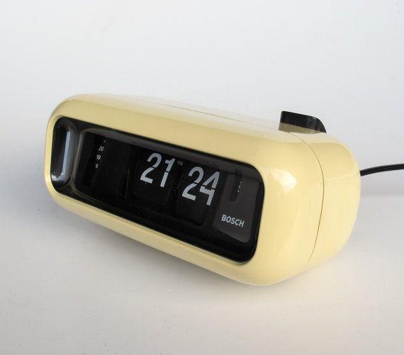 Vintage flip clock alarm clock bosch udw2 retro white White flip clock