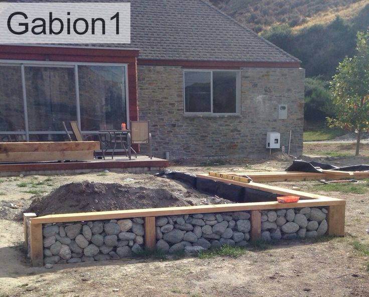 Gabion and timber retaining wall combination http www for Gabion landscaping