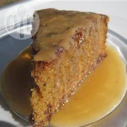 Photo de recette : Gâteau aux dattes, sauce caramel