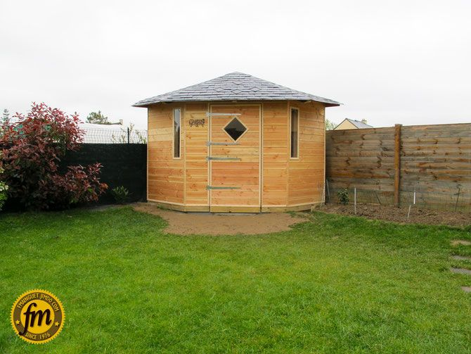 Cabane de jardin d'angle sur mesure - Charpente traditionnelle - Bardage pin douglas - Toiture ardoise...
