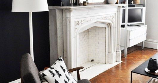 Белый мраморный камин. Style marble fireplace. Classic design in contemporary interior. Камин из мрамора Bianco Gioia. http://www.jet-stone.ru/izdelija/zakazat-kaminy-iz-mramora-mramornye-kaminy-na-zakaz