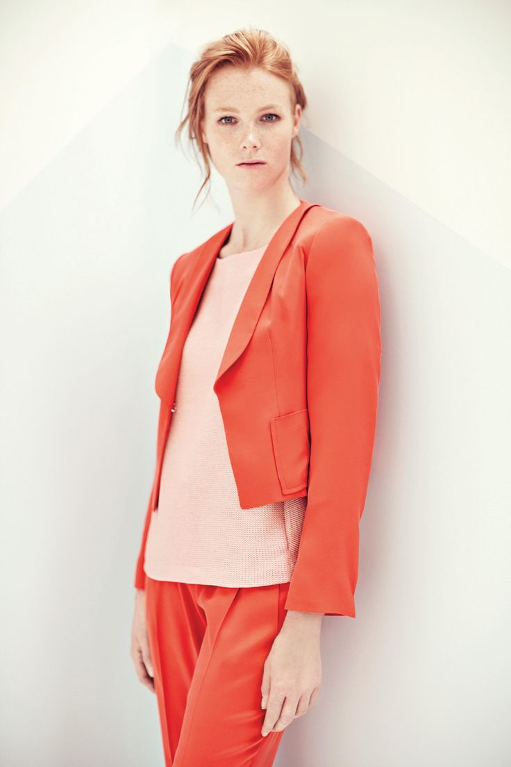 All in silk strech twill. Short jacket unlined, collar shawl patch pockets. Large pant, double pinces. Top in viscose and neckline on back. TONELLO WOMAN SS15 www.tonello.net