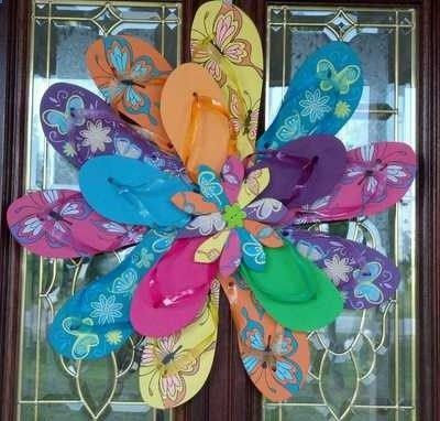 Flip flop summer wreath. Would be cute on a fence or pool house or beach house...