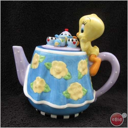 Tweety bird and lots of tea. What a time for a cute bird.  www.missdinkles.com