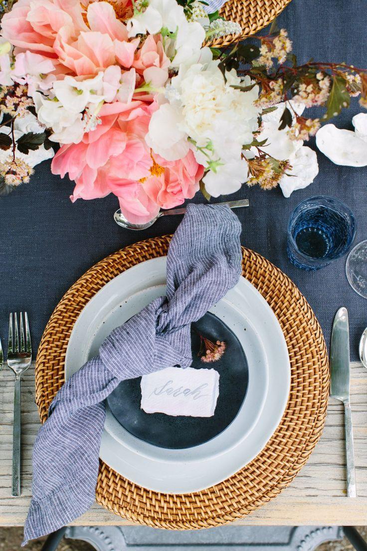Shop Artesia Honey Rattan Charger Plate, Willkommensteller – Kiste und Fass …   – Tablescapes