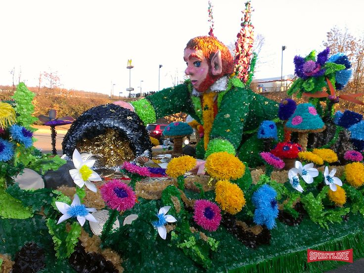 Looking for parade float ideas? Be the MVP of your parade with our large assortment of parade decorations & supplies!