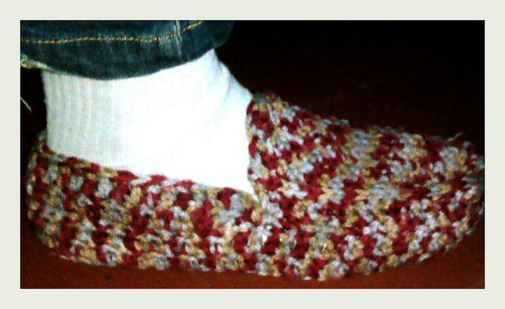 Cómo hacer unas pantuflas tejidas a mano   Aprender manualidades es facilisimo.com