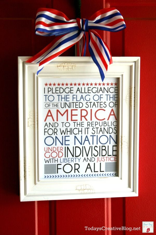 Using a patriotic quote (or in this case the Pledge of Allegiance) as a wreath for an inside door. Love this!