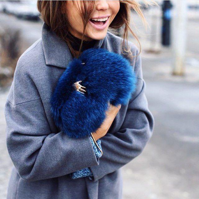 #поделисьулыбкоюсвоей ДОБРОЕ УТРО всем от LENCOMSHOP и стильной @yanafisti  Почаще улыбайтесь и дарите положительные эмоции друг другу!!! На фото fashion блоггер и стилист Яна Фисти @yanafisti с клатчем из меха лисы Benedetta Bruzziches, цена с 50% скидкой 35628₽ LENCOMSHOP.COM #lencomshop #benedettabruzziches #streetstyle #fashionblogger #yanafisti