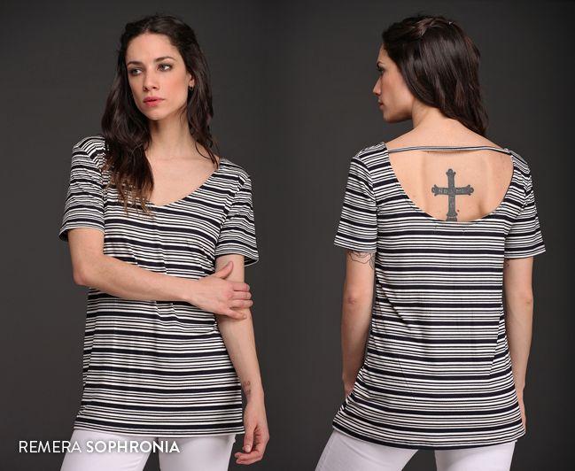 La Remera Sophronia es pura tendencia. ¡Mirá su espalda! #Tendencias #Rayas #BásicosTrendy