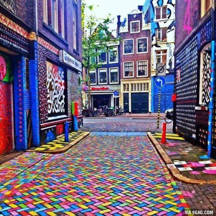 Art in Amsterdam - 9GAG