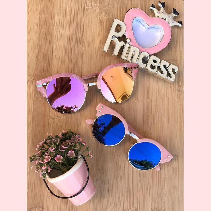 Super novidade !  Pro fim de ano mais lindo e mais moderno, várioooos modelos de óculos  Temos modelos para adulto (lente rose) e pra criança (lente azul) ! Uma graça ☺️ Agora as mamães e as filhas vão divar juntas  Aproveite e garanta já ! Aceitamos cartão ! WhatssApp:(18)98142.4589