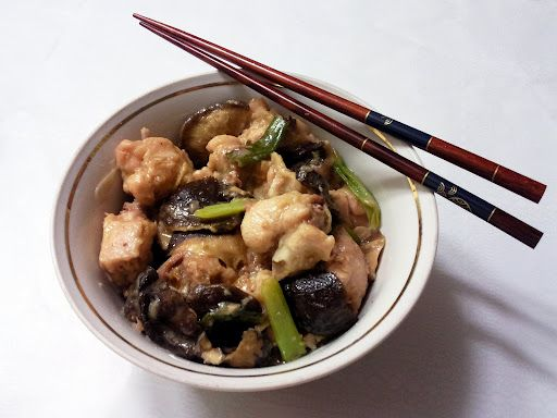 Steamed Chicken with Black Mushrooms   Курица на пару с черными грибами Шиитаке (金针木耳冬菇蒸鸡)