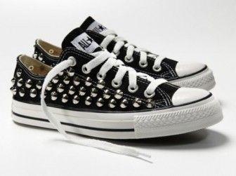 Metal zımbalı siyah converse
