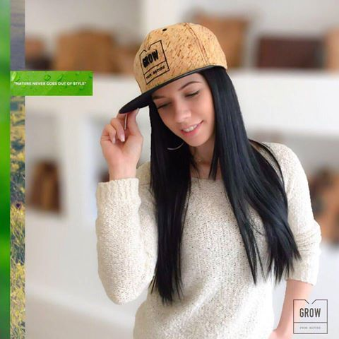 This trendy Cork Snap-back Hat is a vegan garment for every day use. It's Eco-sustainable and very fashionable.