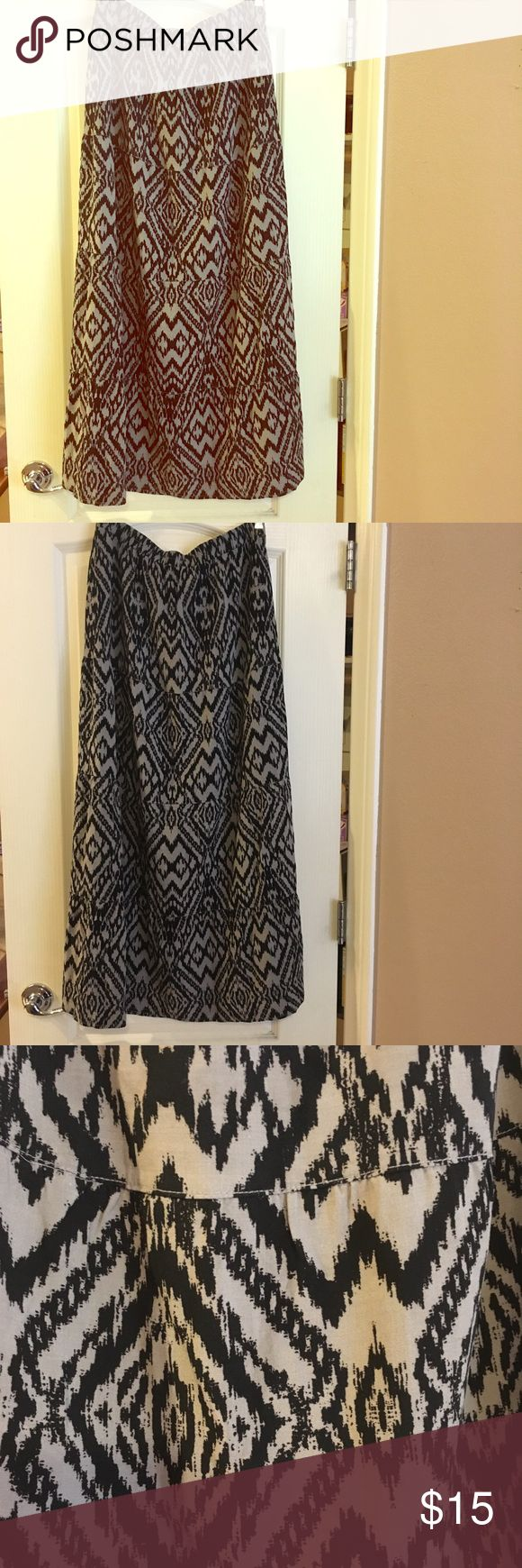 Old Navy maxi skirt Old navy maxi skirt. Perfect condition, light weight. Old Navy Skirts Maxi