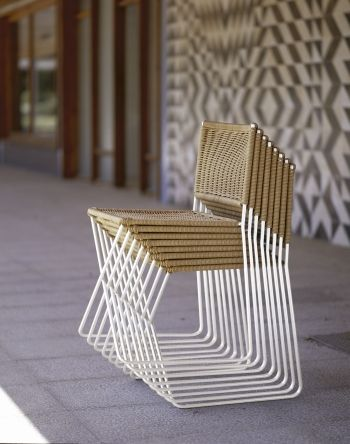 A lightweight stackable chair, equally suitable for indoor and outdoor, consisting of a white metal [...]