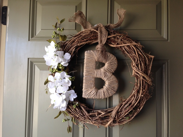 DIY Spring wreath #burlap #twine #monogram