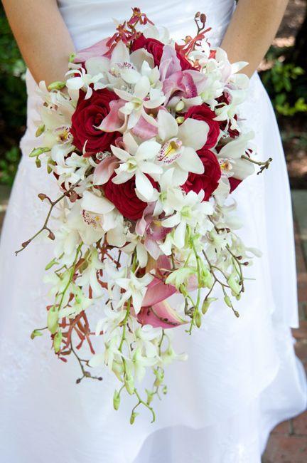 Bouquet cascata rosa, branco e vermelho