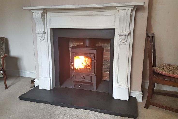Clearview Pioneer 400 in a classic fireplace with slate hearth. Nettlebed, Oxfordshire.