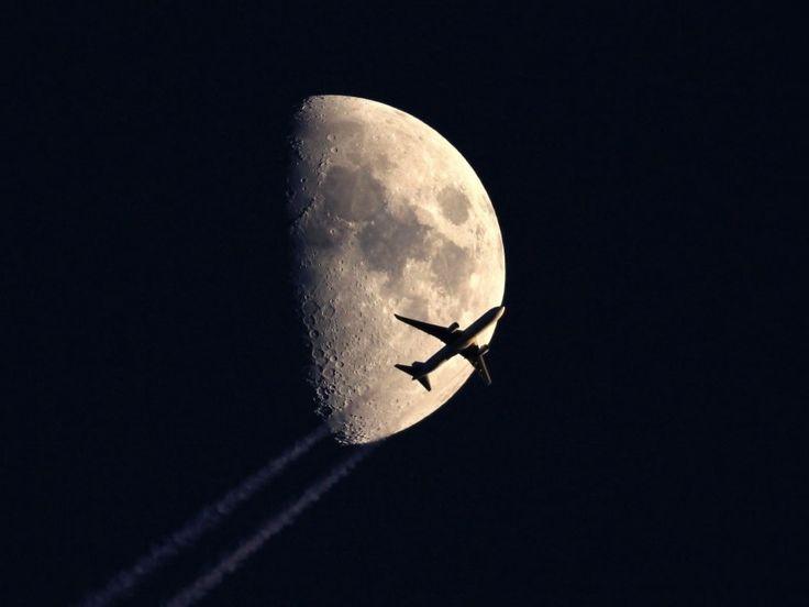 Volant sous la lune