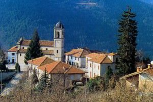"""The little town in the Belbo valley is one of the places where the game of the """"elastic ball"""" is more enthusiastically played, in the so called """"pantalera"""" way. The town is set above the Belbo valley.  Two are the typical products: the hazelnuts and the white beans, or """"queens of Spain"""". There are many farms where robiola cheese is made with goat's milk. #langhe #italy #piedmont #travel"""