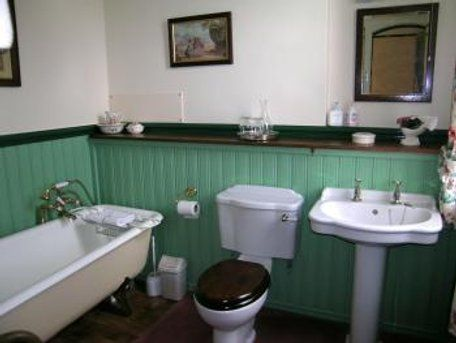 I don't particularly like this green, but shows how a colour on the panelling works with white and black