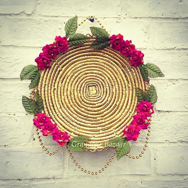 Chabas are also used as showpieces,displayed on the wall for a traditional touch. ________________________ #hennaparty #thaali #design #homedecor #indiandecor #interiordecor #thaals #mendhi #decor #mehndiartist #wedding #indian_weddings #mehndiplate #shaadi #asianwedding #crafts #mehndi #pakistani #indian #mughal #chaba #chabba #shaadiseason #hennadesign #mehndithaal #thaal #dholki #desiwedding #weddingphotography