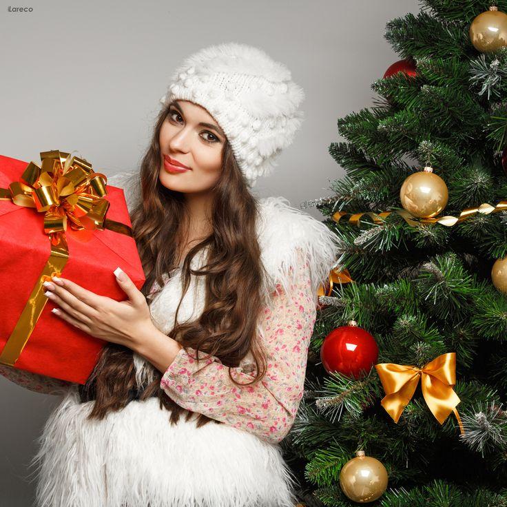 Скоро Новый год: женщины будут наряжать елку, а настоящие мужчины будут наряжать свою женщину!  #визажист #макияж #мейкап #визаж #visage #косметика #идеяподарка #урокимакияжа #многокосметики #подставкадлякосметики #бьютиблогер #визажист #профессиональнаякосметика