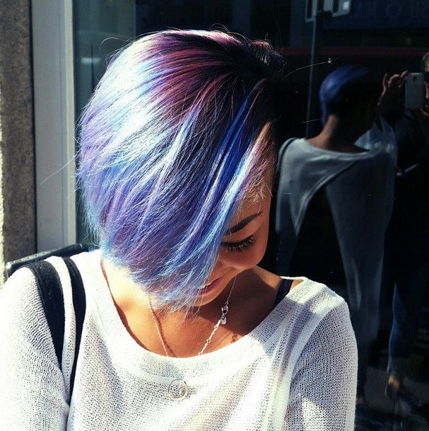 Sztármustra Liluval: hódít a színes haj