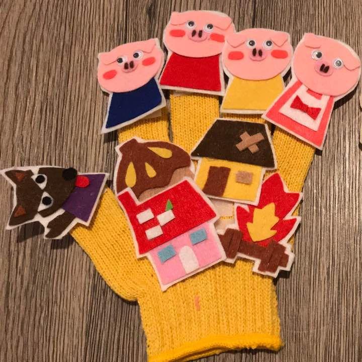 手作りの手袋シアターです 3匹のこぶたの台本に合わせてみてください 保育 保育士 保育園 幼稚園 手袋シアター パネルシアター 手作りおもちゃ 手袋シアター エプロンシアター
