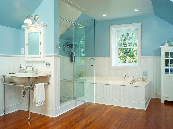 décoration intérieure blanche et bleu turquoise dans la salle de bains vintage