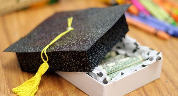 Faça esta lembrancinha para alguma pessoa querida de sua vida que está se formando, independente se for adulto ou criança (Foto: craftsunleashed.com)