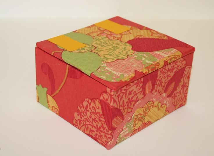 Caja forrada en tela