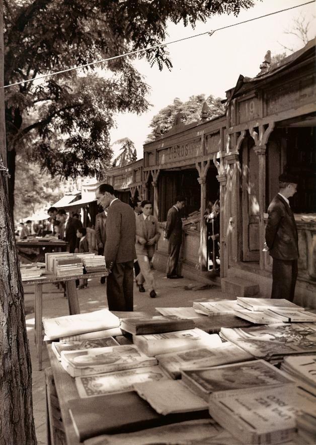 Cuesta de Moyano. Madrid. Spain. Photo by Francesc Catalá-Roca. '50s.