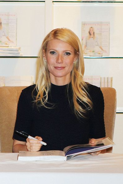 Gwyneth Paltrow Photo - Gwyneth Paltrow at a Book Signing