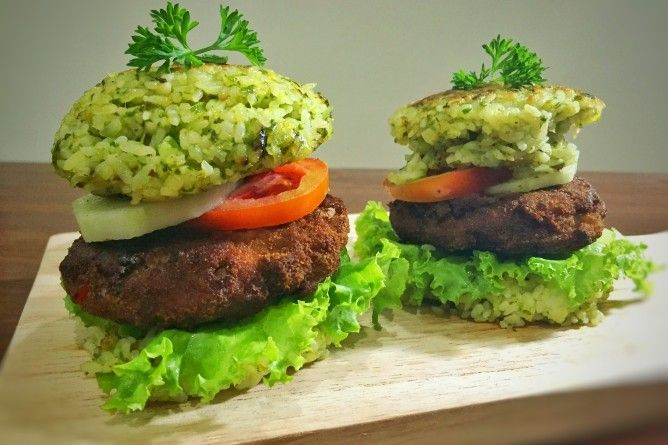 Fried Green Rice Burger with German Style Patties  Have you try spicy rice bun for your hamburger? Read more how to make it in the blog!